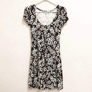 SO Black & White Floral/Flower Dress w/ Buttons XS